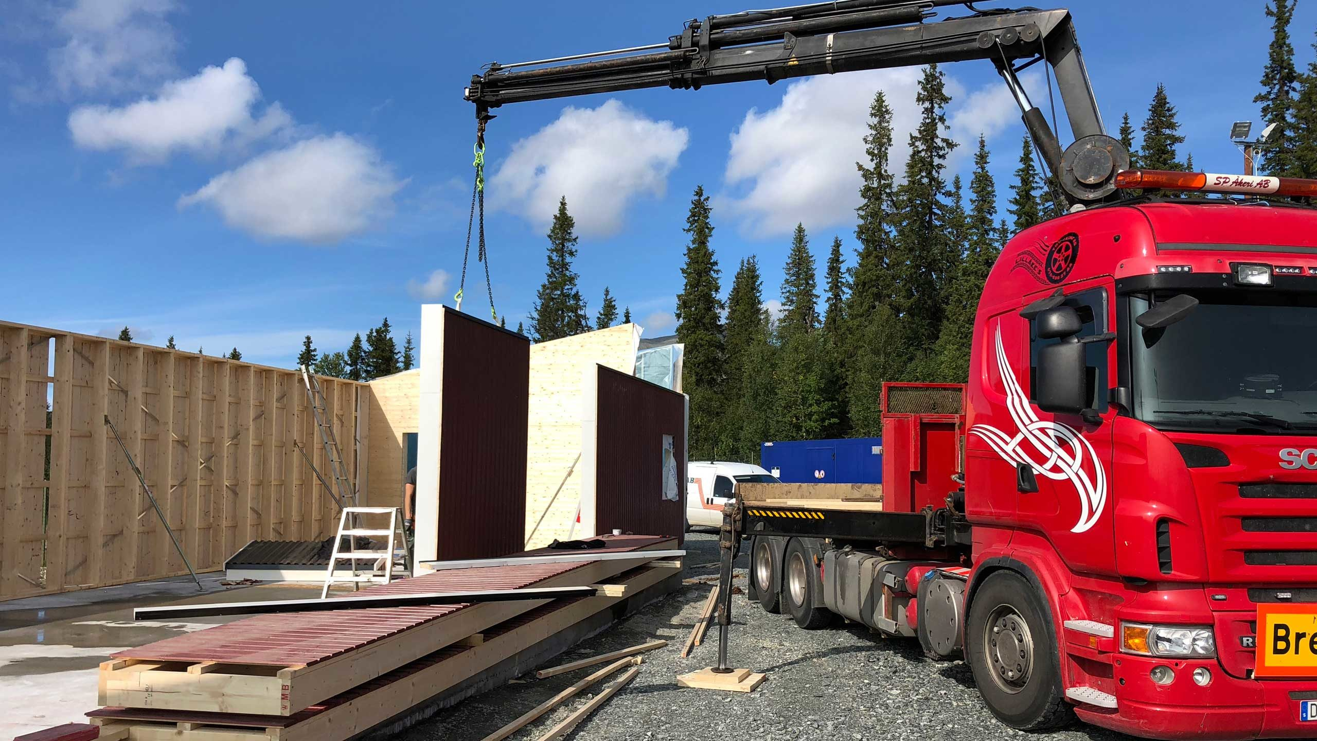 Transport av väggblock och takstolar